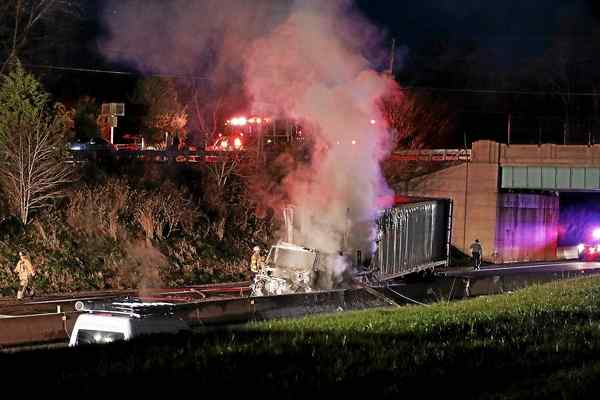 1 Dead in turnpike truck accident